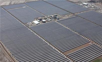 Elektrárna Andasol 1 vzávěrečné fázi výstavby (jaro 2008). Zdroj: Solar Millennium AG