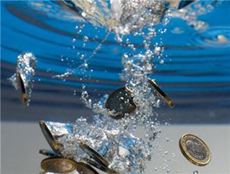 Cena pitné vody zkohoutku je mnohonásobně nižší než cena balených vod