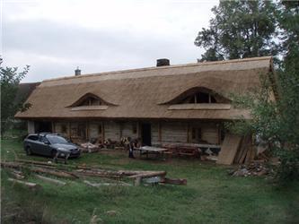 Došková střecha dodává domu nenapodobitelný charakter