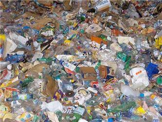 Barevné kontejnery na plast, papír asklo najdeme vkaždé obci. Kontejnery na bioodpad by měl zavést nový zákon oodpadech