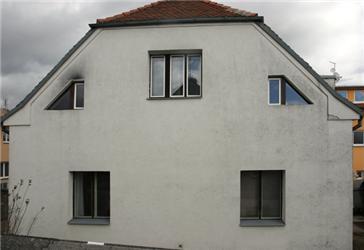 Přestože se dům podařilo zhlediska tepelných ztrát vylepšit, zateplení stále není dostačující