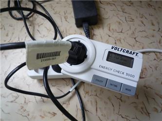 Elektroměr zapojte do zásuvky aspotřebič do elektroměru - pak už jen jednoduše měříte spotřebu elektřiny