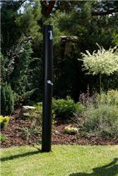 Solární energii na zahradě využijete pro ohřev vody ve venkovní sprše