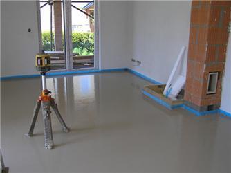 Podlahové topení se po instalaci zalévá nejčastěji anhydritem. Zdroj: www.pedotherm.cz