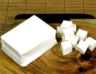 Sójové výrobky, například tofu, nám mohou nahradit chuť mléka. Ani velké množství sóji však není ideální