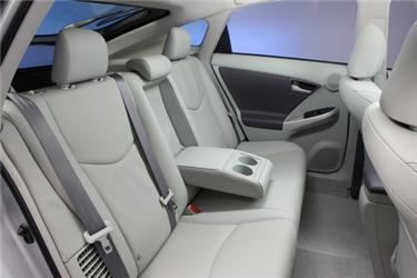 Pro větší komfort více prostoru zejména vzadní části vozidla avúložném prostoru.