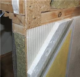 Dřevěná stěna stepelnou izolací zPS opatřená tenkovrstvou omítkou