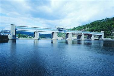 Štěchovice - jedna ze tří velkých přečerpávacích vodních elektráren, které jsou nyní vČR vprovozu. Zdroj: ČEZ