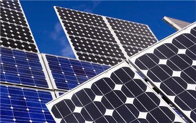 Investoři mohou na České republice vysoudit stovky miliard korun kvůli solární dani