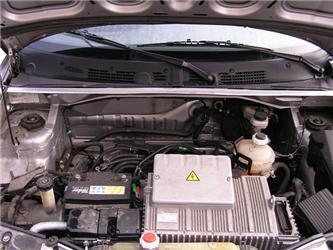 Pod kapotou auta na elektřinu