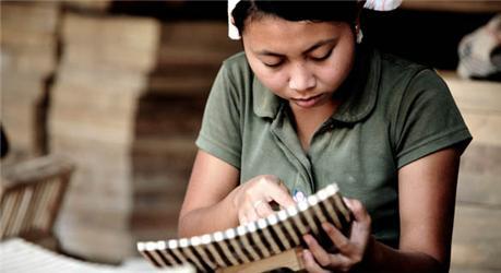 Ve férových prodejnách najdete nejen kávu ačaj, ale také řemeslné výrobky adalší
