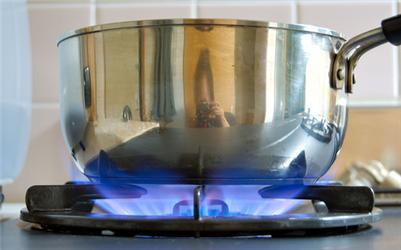 Pokud na plynu pouze vaříte, rozdíl mezi cenovou nabídkou jednotlivých dodavatelů se ročně pohybuje vřádu stokorun