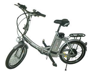 Skládací kolo by mělo být vprvní řadě lehké, aby šlo snadno přenášet zmísta na místo