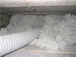 Po zafoukání izolace se vytvoří celistvá izolační vrstva bez tepelných mostů