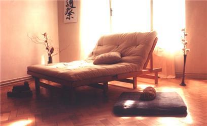 Matrace mohou být vyrobené také zfutonu. Na obrázku matrace Futon KOKOS vyrobená ze směsi bavlny, vlnyakokosu, 140 x 200 cm za 6 300 Kč