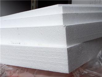 Výraznější kondenzace asilné provlhnutí stěny ještě dále sníží její tepelně izolační schopnost, což má za následek další pokles teploty aještě větší kondenzaci vtěchto místech