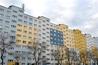 Loni vzáří se Zelená úsporám rozšířila odotace pro panelové domy, nyní jsou však pozastaveny