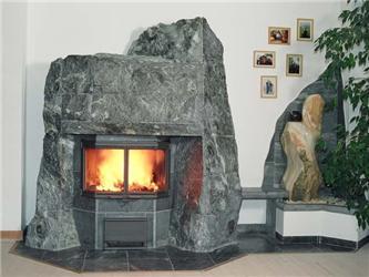 Mastkový krb či kamna mohou být dominantou interiéru