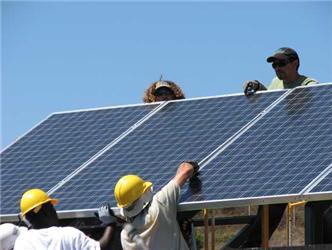 Solární panely zlevňují astávají se tak mnohem dostupnější než tomu bylo před lety. Zajímavou investicí jsou také zhlediska garantovaných výkupních cen elektřiny zobnovitelných zdrojů