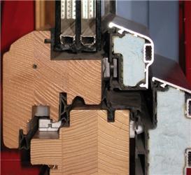 Obr.5 Řez dřevěným oknem strojsklem apřídavnou izolací rámu